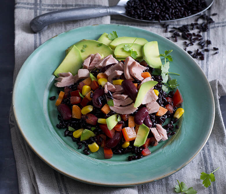 Дикий рис с авокадо по-мексикански