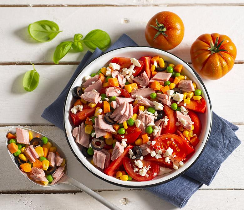 Салат с консервированным тунцом на скорую руку