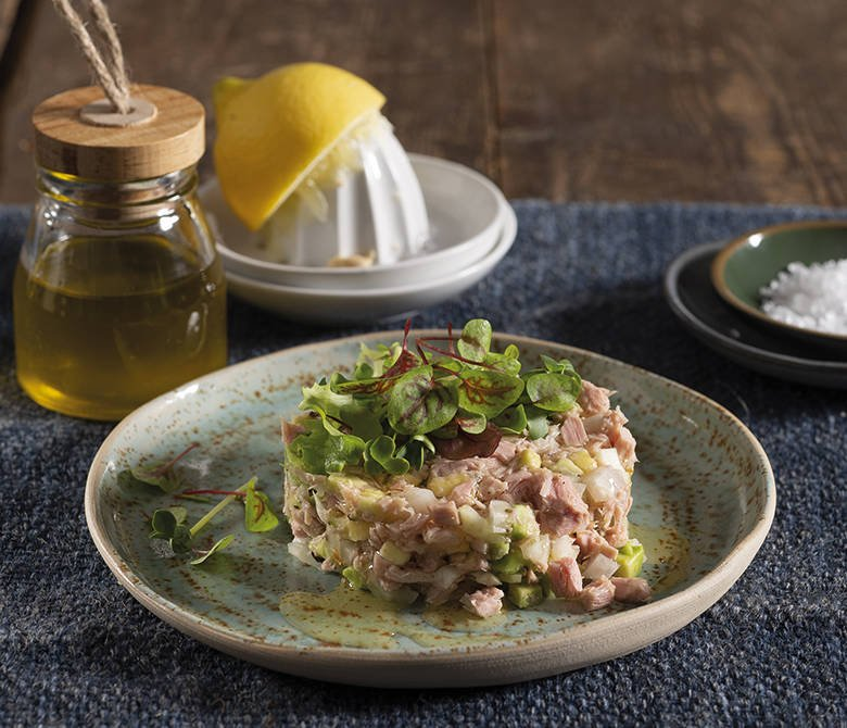 Тартар из тунца с авокадо и фенхелем