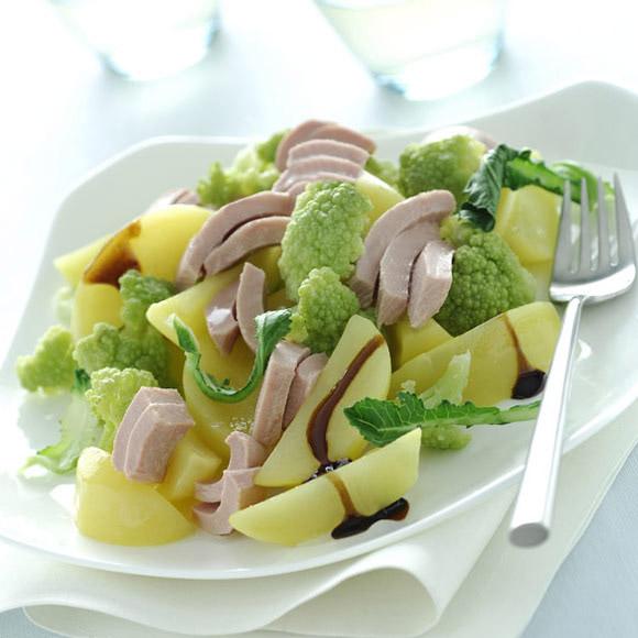 Картофельный салат с тунцом и бальзамическим уксусом
